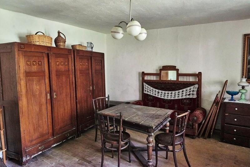 b1df6c9241ed Predám starožitný dedinský nábytok - burza starožitností ...