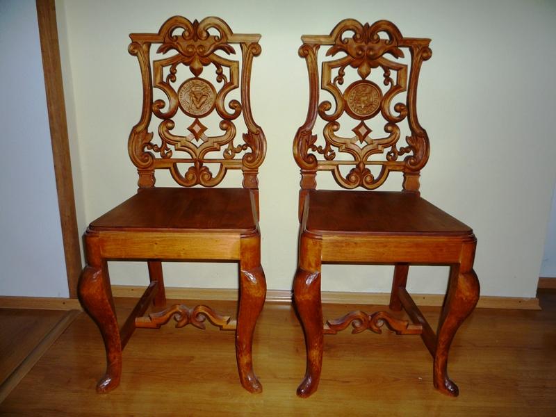 00638f759e46 Predám vyrezávané stoličky 2ks - repliky starožitností s erbom Nitry a  Dražoviec